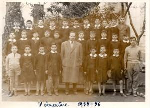 Quartiere Libertà, Bari. La classe IV della Scuola elementare Maria Josè di Savoia, A.S. 1955-56. Il maestro al centro della foto si chiamava Luigi Gigante. Lo scrivente è il primo a sinistra della fila in alto.
